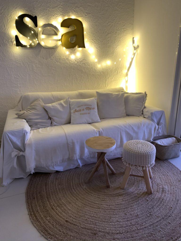 Le canapé-lit du salon